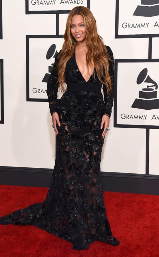 All hail Queen Bey. Beyonce looked absolutely elegant and beautiful in a Proenza Schouler dress. It showed off her curves but she also kept it classy.