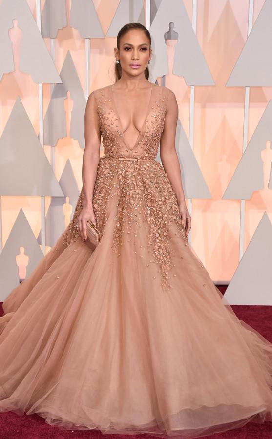 Jennifer Lopez looked glamorous in an Elie Saab dress. Her makeup was also beautiful; the pink lipstick made the outfit look even more amazing.